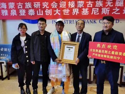西宁市优秀共产党员岩雅泉老人,用实际行动献礼党的百年华诞!