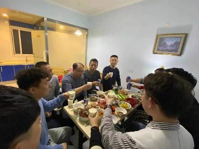 家乡美味团圆饭,恩德莱北京总公司技术部欢聚一堂忆乡思